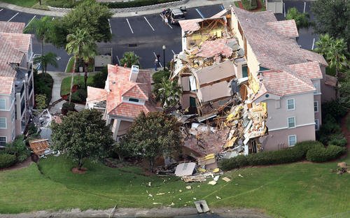 Summer Bay Resort Sinkhole ( Red Huber / Orlando Sentinel / August 12, 2013 )